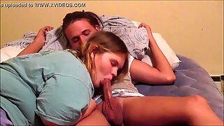 Giovanissima ragazze baci hot up skrit giocando con fellatio sperma inghiottire pupe