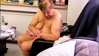 OmaGeiL Mature Ladies Got Pictured At Home