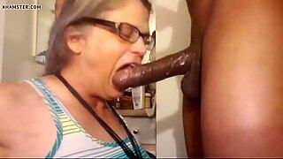 Mamie veut la file d'attente de Grosse Noir Mecs dans sa bouche. Belle Grand-Mère BBC