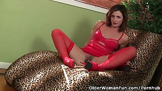 american cougar Helena fills her crevasses with sex toys