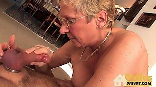 Blond mormor knullas
