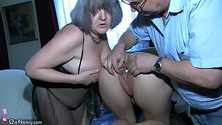 Oldnanny sexig tjej lek med gammal man och moogen