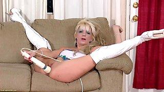Blonde milf stuffs her twat with her favorite toy