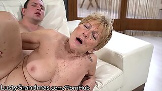 Lustygrandmas päls täckt kurvig mogen får ungdomlig köttinjektion