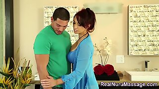 Nuru latina massaggiatrice schizzo