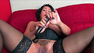 donna_ambrose_collins_bed_vib