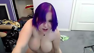 Emo babe rides the Sybian