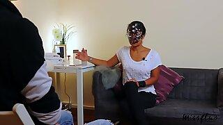 Sexterapeut ger kantning avrunkning och blir bankande oralt creampie a28