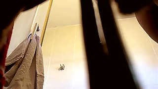 Not My sister in law in the shower (hidden cam)